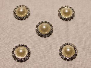 Кабошон со стразами, круглый, цвет основы: серебро, цвет стразы: кремовый, размер: 16мм (1уп = 10шт)