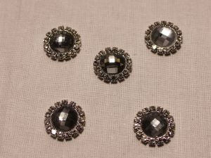 Кабошон со стразами, круглый, цвет основы: серебро, цвет стразы: светло-серый, размер: 16мм (1уп = 10шт)