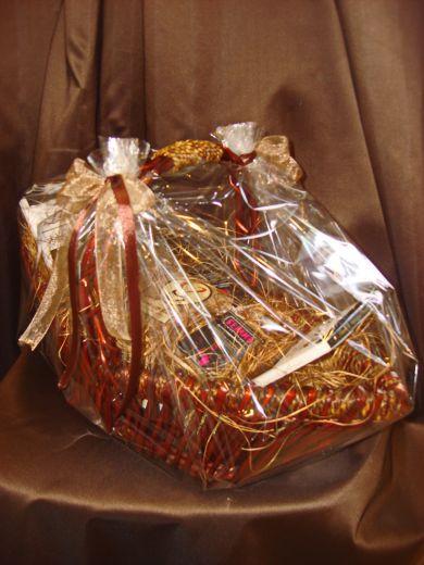 """Корзина """"Эксклюзив"""" с кофе и шоколадом - подарочный набор."""