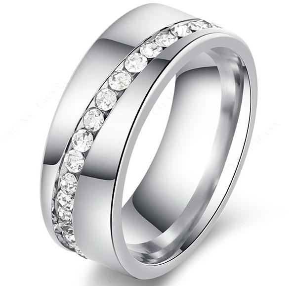Кольцо стальное с цирконами