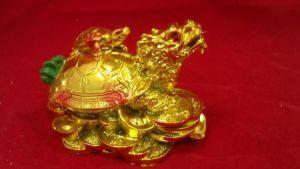 Черепаха на черепахо-драконе (8см.)