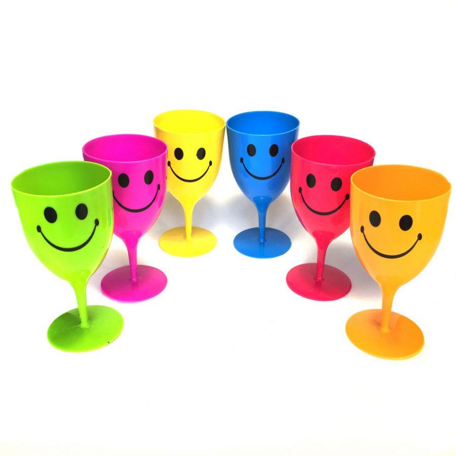 Набор пластиковых бокалов со смайликом