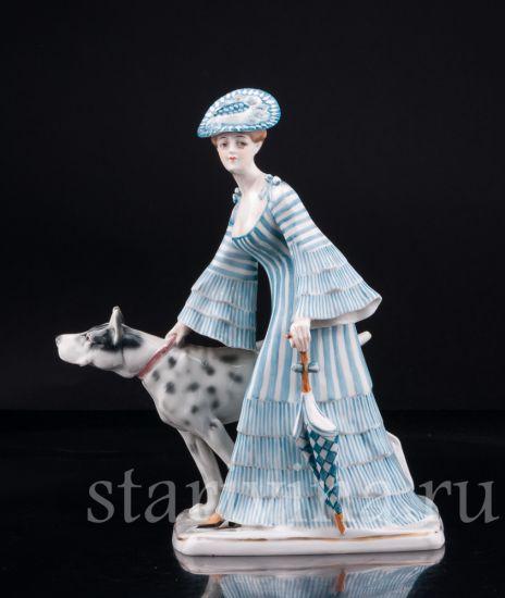 Фарфоровая статуэтка Девушка с зонтиком и догом производства Goebel, Германия, нач. 20 в.