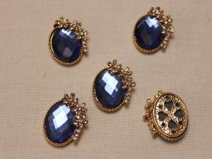 """Кабошон со стразами """"Овал с цветами"""", цвет основы - золото, стразы - синий, 20*15 мм (1уп = 10шт)"""
