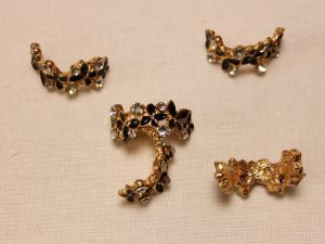 Кабошон со стразами, прямоугольный, дуга, цвет основы: золото, черный, цвет стразы: прозрачный, размер: 24х10мм (1уп = 10шт)