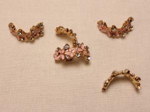 Кабошон со стразами, прямоугольный, дуга, цвет основы: золото, розовый, цвет стразы: прозрачный, размер: 24х10мм (1уп = 10шт)