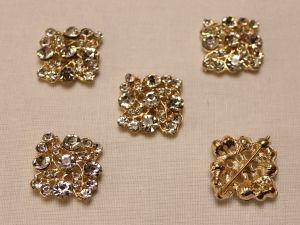 Кабошон со стразами, квадрат, цвет основы: золото, цвет стразы: прозрачный, размер: 25мм (1уп = 10шт)