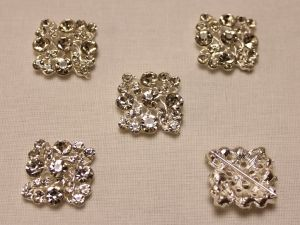 Кабошон со стразами, квадрат, цвет основы: серебро, цвет стразы: прозрачный, размер: 25мм (1уп = 10шт)