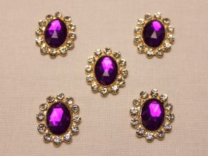 `Кабошон со стразами, овал, цвет основы: золото, цвет стразы: фиолетовый, размер: 23х19мм