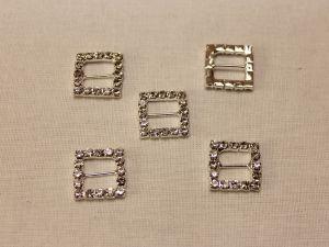 """`Кабошон со стразами """"Пряжка, квадрат, прямая"""", цвет основы: серебро, цвет страз: прозрачный, размер: 15 мм"""