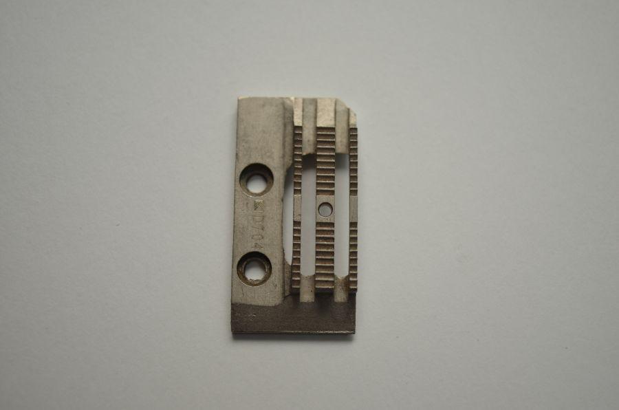Двигатель ткани D704 Siruba (для легких тканей)