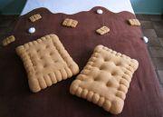 теплый пушистый плед и мягкие подушки Печенья