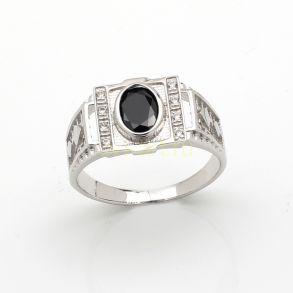 Позолоченное белым золотом кольцо с искусственными ониксом и бриллиантами (арт. 2601082)
