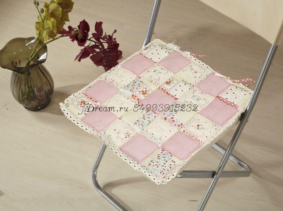 Сидушка на стул бледно розовая