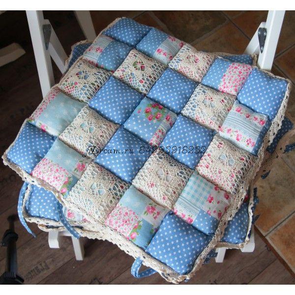 Сидушка на стул голубая в крапинку