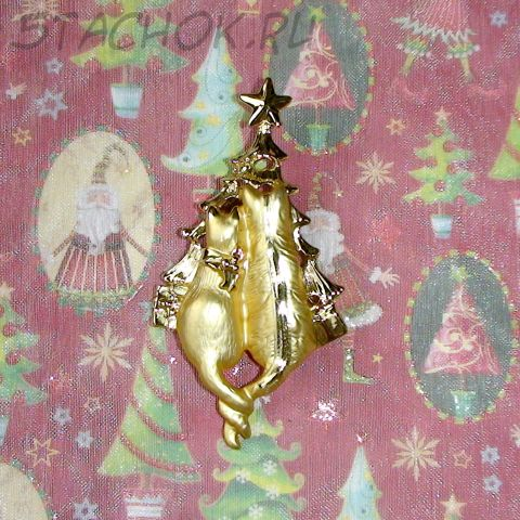 """Брошь """"Коты у новогодней елки"""" цвет золота"""