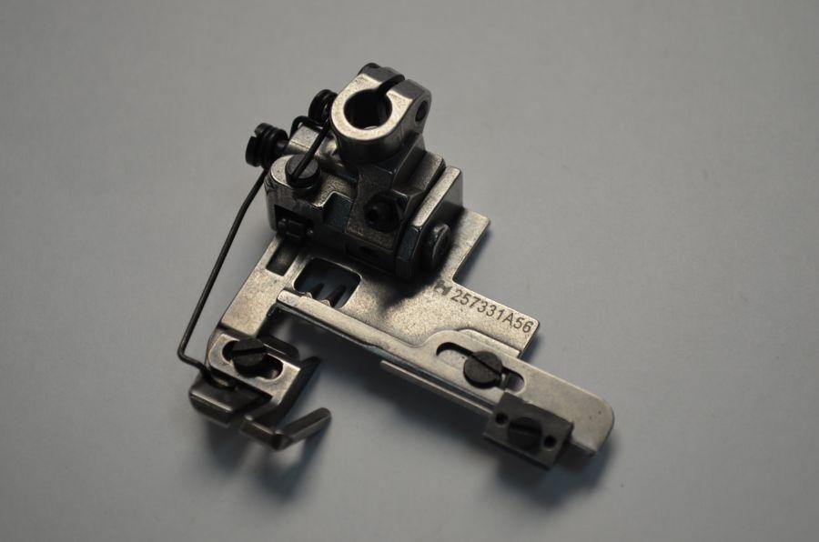 Лапка 5.6 на 3 иглы для вшивания резинки с подрезчиком для распошивальной машины