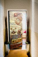 Наклейка на дверь - Вечный странник | магазин Интерьерные наклейки