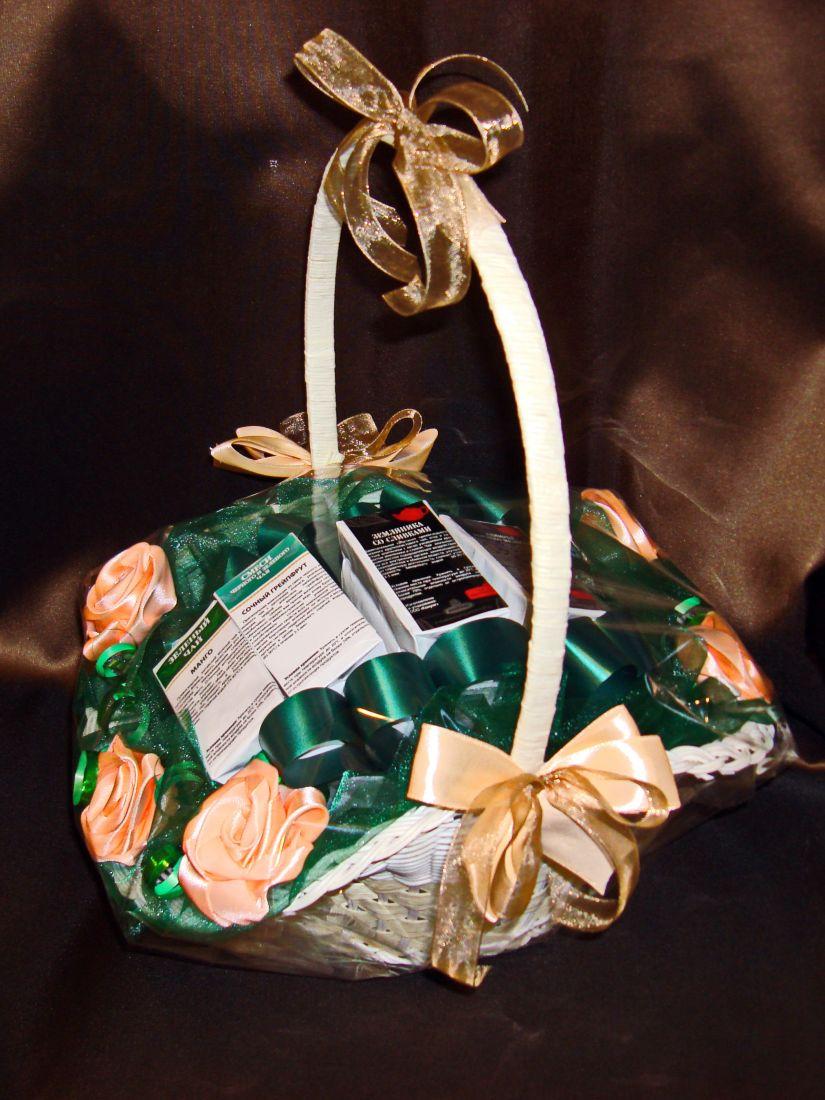 """Чайная корзинка """"Цветы"""" - подарочный набор с чаем"""