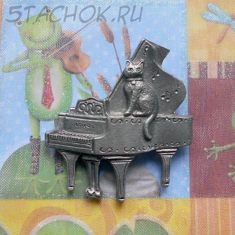"""Брошь """"Кошка на рояле"""""""
