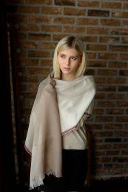 шотландский тонкий широкий легкий шарф  100% шерсть мериноса Паудер Powder, Цвет- Бланж, бледно -розовый и Малиновый. плотность 3