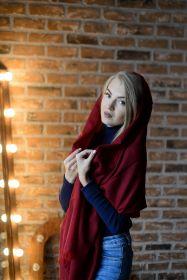 """легкий тонкорунный экстра широкий шарф , винный цвет Мерло """" Merlot Merino Tartan 100% шерсть мериноса,   плотность 2"""