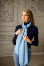 легкий тонкорунный экстра широкий шарф,  Небесно-голубой цвет  , Blue Merino Tartan 100% шерсть мериноса,   плотность 2