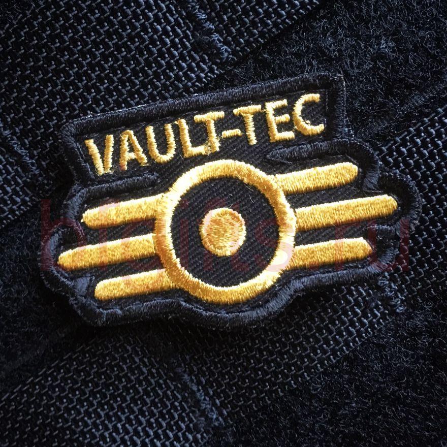Шеврон Vault-tec