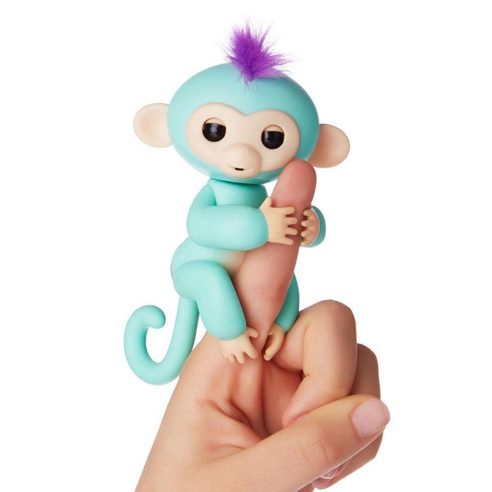 обезьянка на пальце