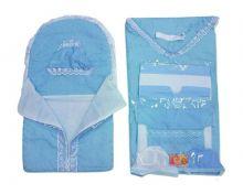 В набор входят: конверт, одеяло, ленточка, 2 распашонки, 2 пеленки, 3 чепчика