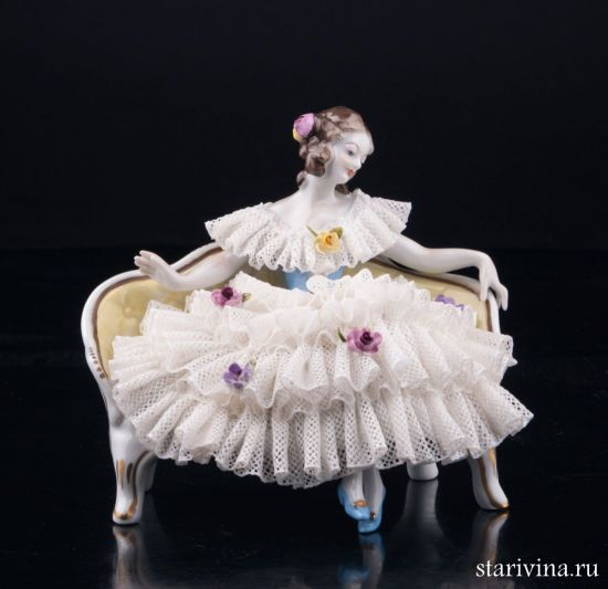 Изображение Девушка на диване, кружевная, Volkstedt, Германия, вт. пол. 20 в