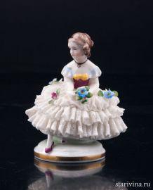 Девочка с цветами, кружевная миниатюра, E & A Muller, Германия, кон.19, нач.20 вв