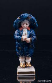 Малыш в широкополой шляпе, миниатюра, Volkstedt, Германия, вт. пол. 20 в., артикул 03178