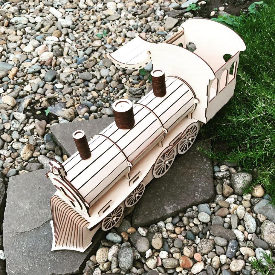 Упаковка для бутылки из дерева в виде локомотива (паровоза)