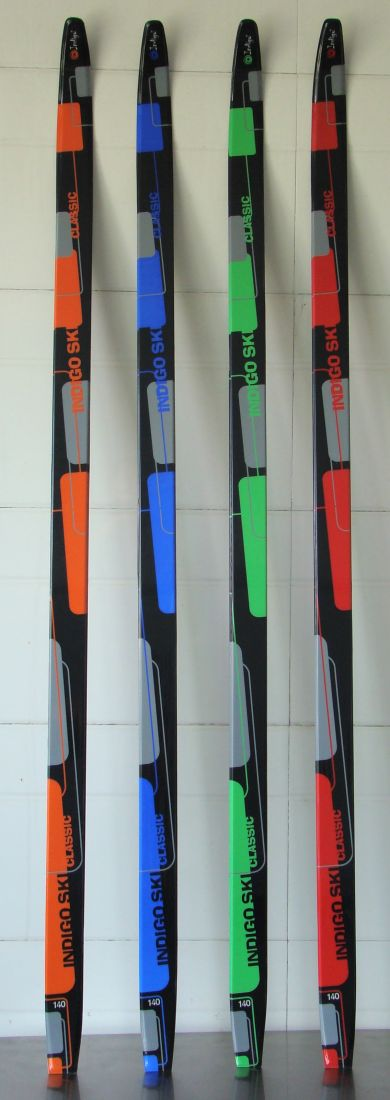 Лыжи полупластик INDIGO CLASSIC 140см