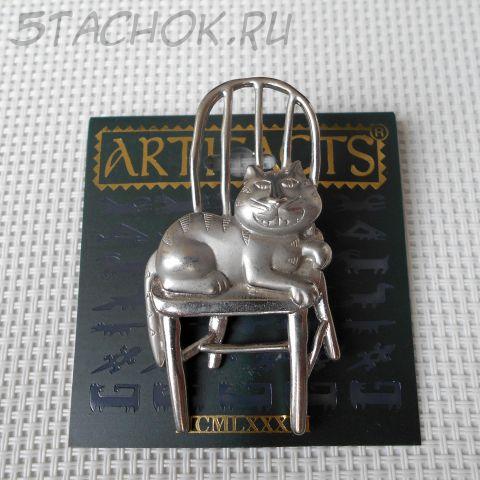 """Брошь """"Чеширский кот на стуле"""" цвет серебра (JJ США)"""