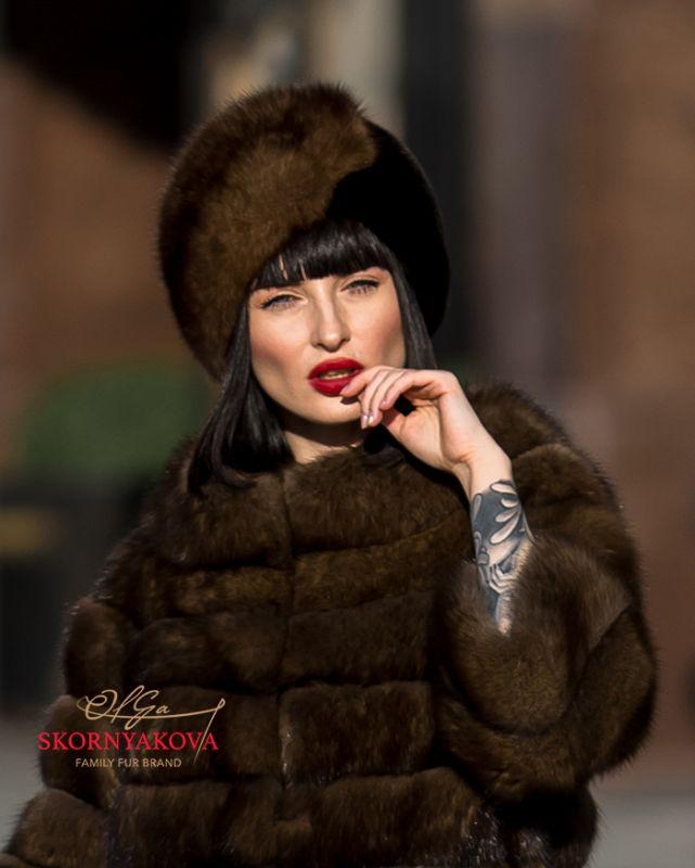 Женская шапка из темного соболя с норкой blackglama