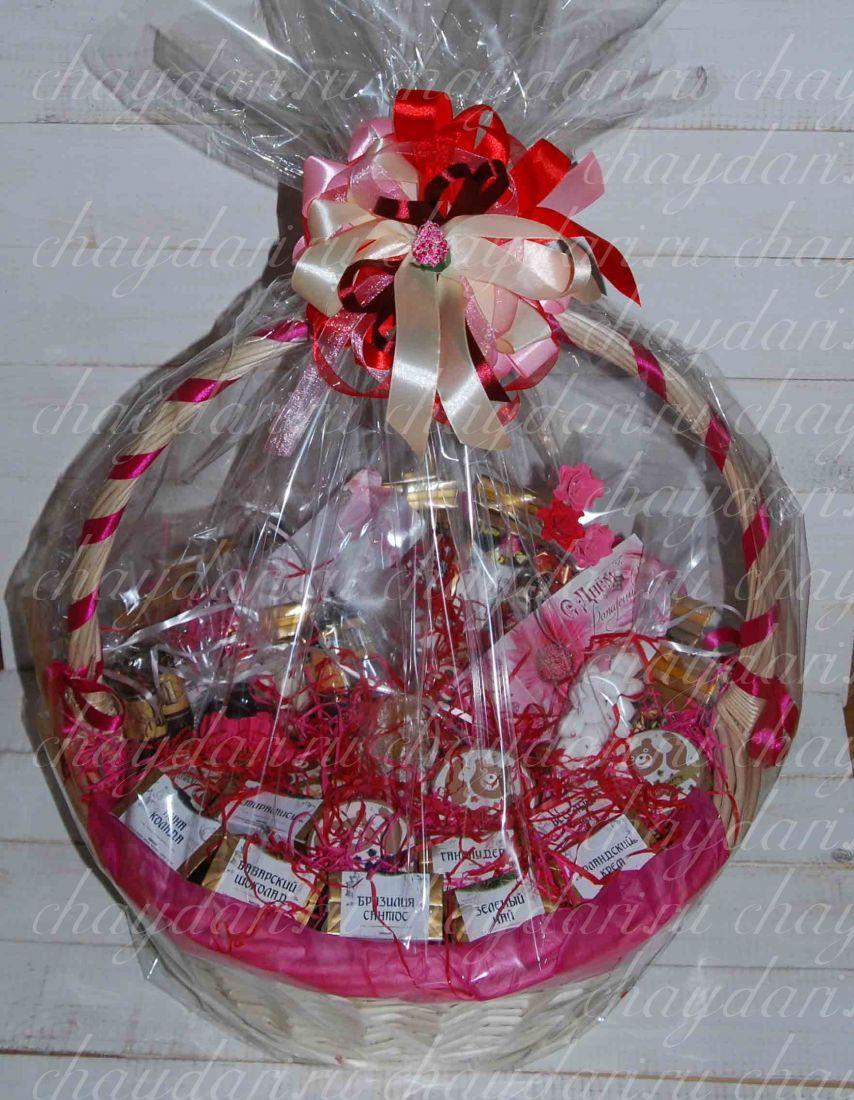 """Чайная корзина со сладостями и медом """"Праздничная"""""""