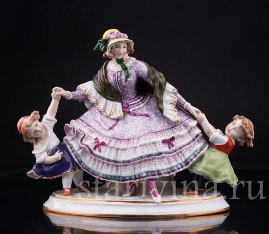 Антикварная старинная фарфоровая статуэтка Девушка с двумя девочками производства Дрезден, Германия, нач.20 в.