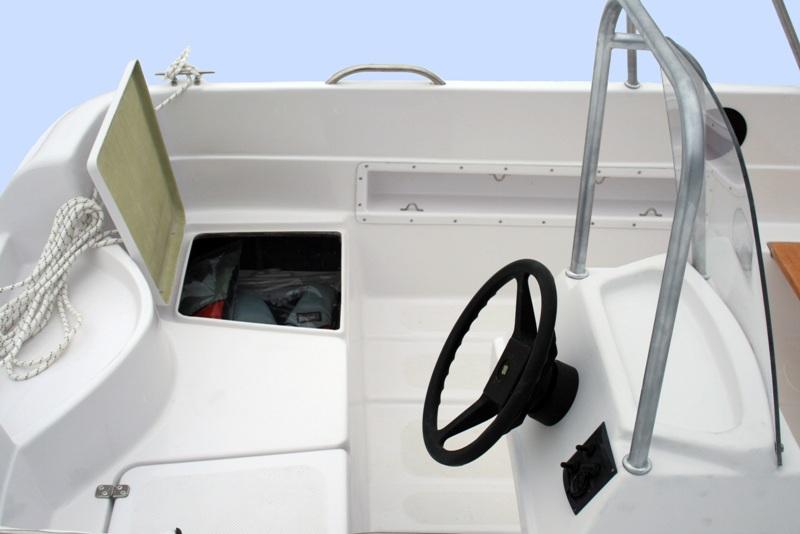 Моторная лодка повышенной вместимости ВИЗА Легант-400