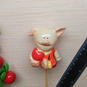 Свинка керамика на штекере (на пике)