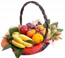 Корзинка свежих фруктов с цветами №1