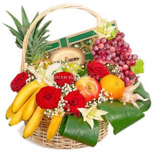 Корзинка свежих фруктов с цветами №3