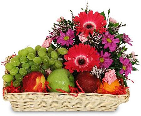 Корзинка свежих фруктов с цветами №5