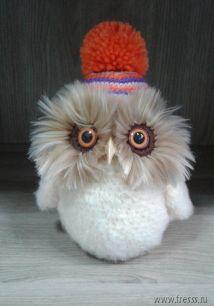 Вязаная игрушка ручной работы Совушка персиковая