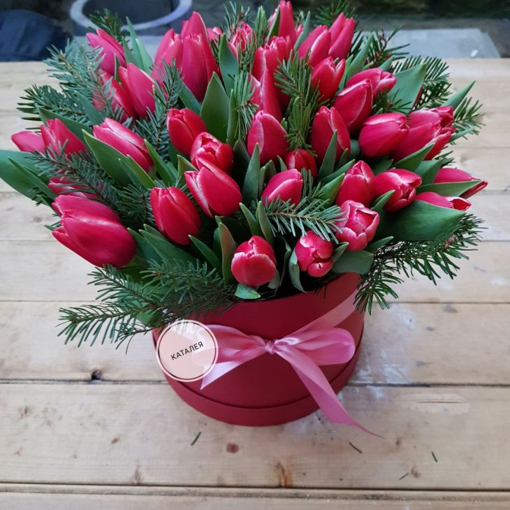 Коробочка из 51 тюльпана