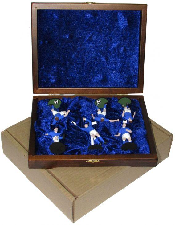 """Набор миниатюр в деревянной шкатулке """"ФУТБОЛ"""" 6 фигур (сине-белая форма)"""
