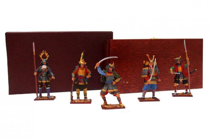 """Набор миниатюр в деревянной шкатулке """"Самураи"""" (5 фигур)"""