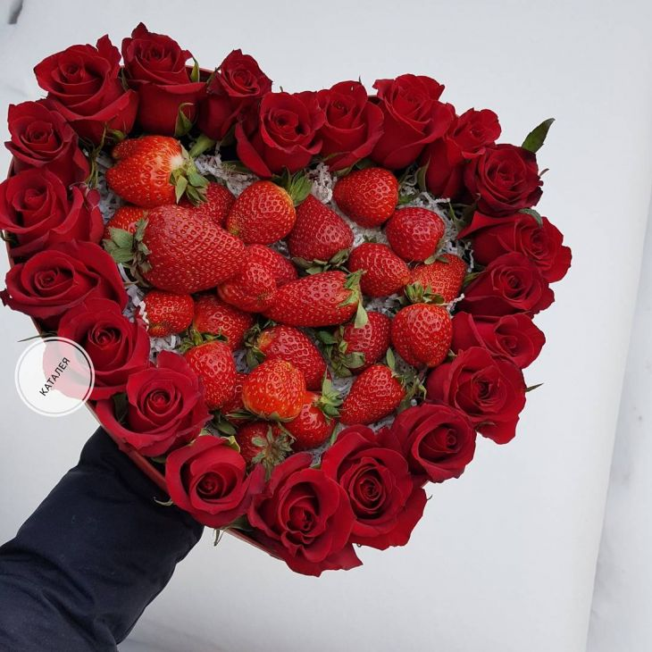 Клубничное сердце из роз