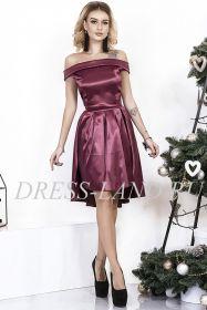Бордовое атласное платье